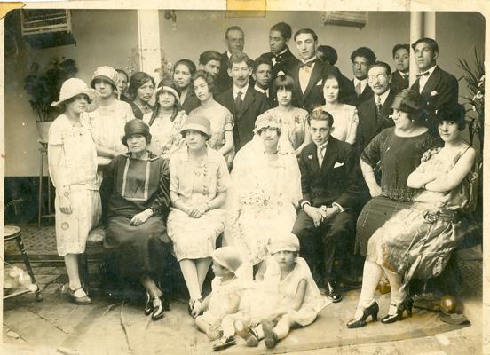 Matrimonio abuelos. Bogotá.1927. Propiedad de Jorge Andrés González. Colección Álbum Familiar. MdB-IDPC