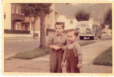 Andrés y Sergio González. Bogotá.1957. Propiedad de: Paula González. Colección MdB