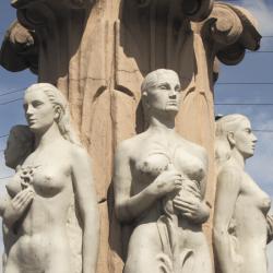 El Monumento a las Banderas está ubicado en la localidad de Kennedy.
