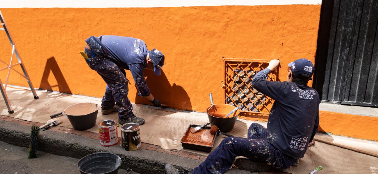 Funcionarios de Minvivienda enlucieron fachadas del barrio La Concordia