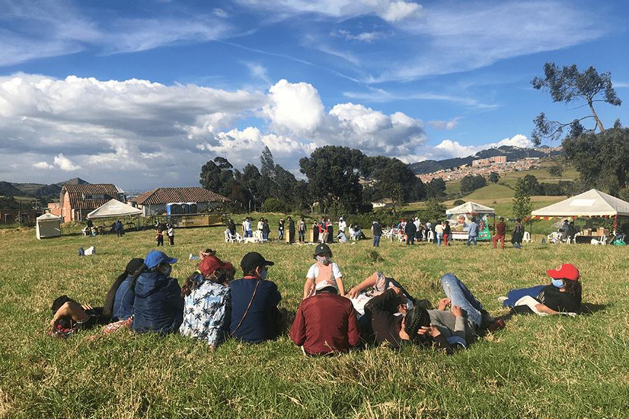 Más de 1.200 personas disfrutaron de la activación del Yacimiento arqueológico más importante de América Latina ubicado en la localidad de Usme durante el Festival Patrimonios en Ruana. Conoce cómo se activaron los patrimonios locales junto a vecinos y vecinas de la comunidad. 