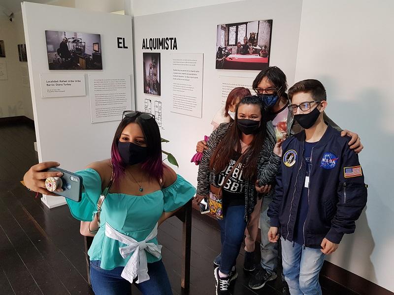 Exposición Adentro Formas de vida en Bogotá
