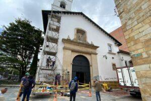 image enlucimiento de la fachada de la Iglesia de la Veracruz
